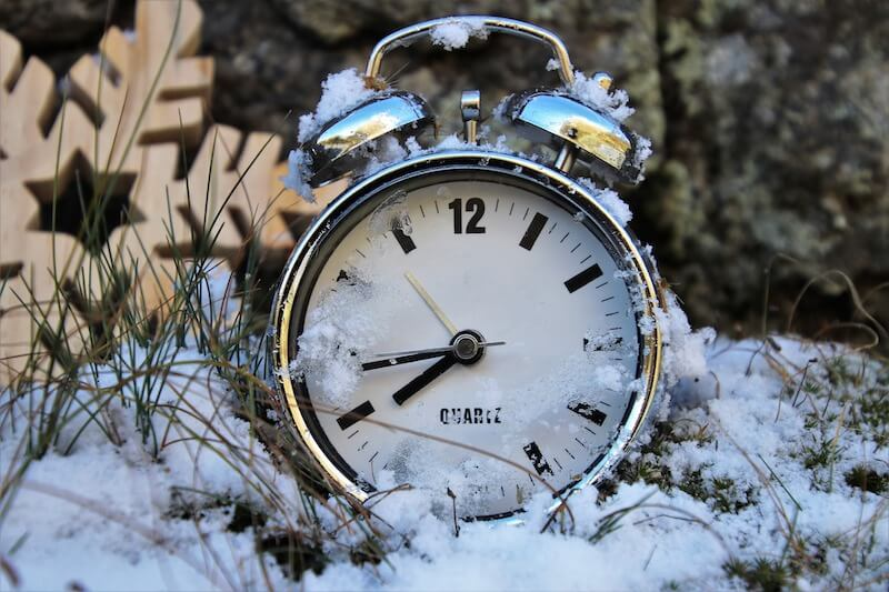 Kello-lumessa-clock-in-the-snow
